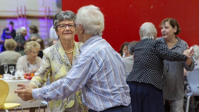 Danse, musique, pâtisseries : c'était le goûter des aînés